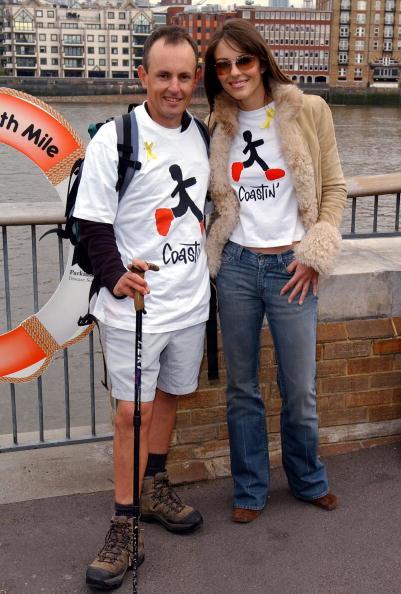 Model - Object「Liz Hurley Greets Parkinson's Sufferer After 4,500 Mile Walk」:写真・画像(19)[壁紙.com]