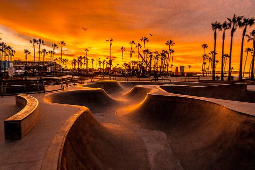 Southern California「Golden hour shot of skate park at Venice Beach, Los Angeles, California」:スマホ壁紙(17)