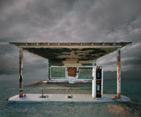 Digital Composite「Abandoned Gas Station, Niland CA」:スマホ壁紙(11)