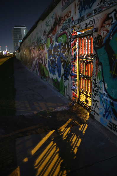 Doorway「Berlin To Mark 25th Anniversary Of The Fall Of The Wall」:写真・画像(12)[壁紙.com]