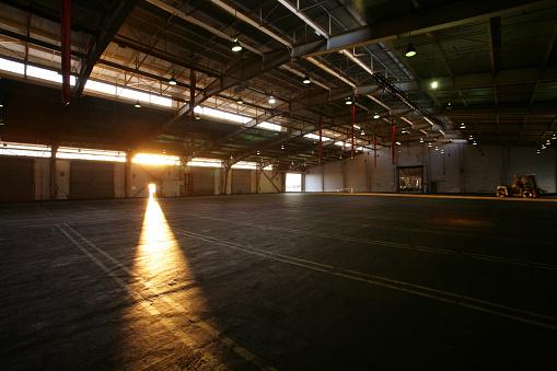 Industry「Light from doorway in vacant warehouse」:スマホ壁紙(17)