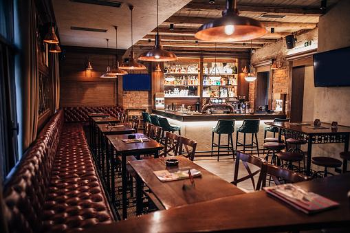 British Culture「Inside of modern city pub」:スマホ壁紙(6)