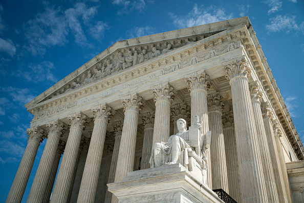 US Supreme Court Building「Senate Prepares For Supreme Court Nomination Hearings After Trump Selects Amy Coney Barrett For Open Seat」:写真・画像(2)[壁紙.com]
