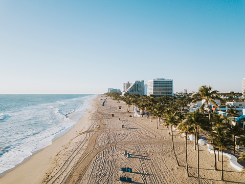 Sunrise - Fort Lauderdale「Fort Lauderdale Beach at sunrise from drone point of view」:スマホ壁紙(2)