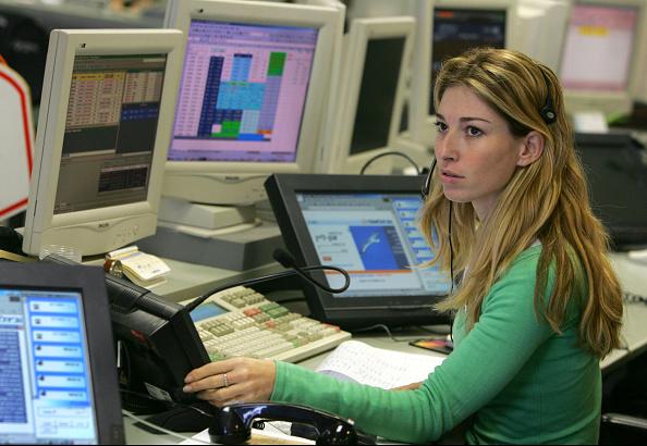 女「Israeli Stock Market Reacts To News Of Ariel Sharon's Health」:写真・画像(15)[壁紙.com]