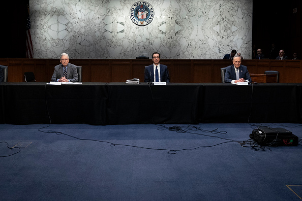 Capitol Hill「Senate In Session To Work On Stimulus Package As Coronavirus Takes Toll On Economy」:写真・画像(8)[壁紙.com]