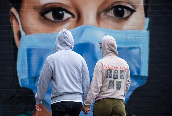 Couple - Relationship「UK In Fifth Week Of Coronavirus Lockdown」:写真・画像(11)[壁紙.com]