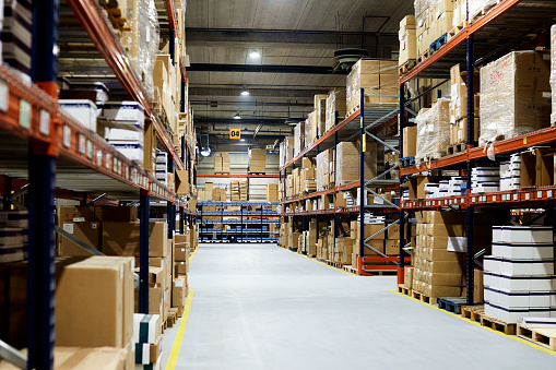 Pallet - Industrial Equipment「Empty warehouse, view down the asile with shelves and boxes.」:スマホ壁紙(15)