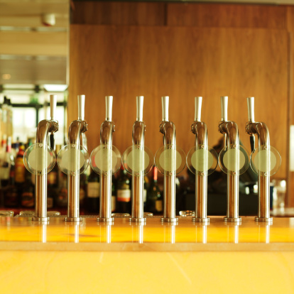 Beer Tap「Front view of beer taps and counter」:スマホ壁紙(19)