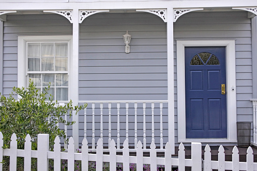 Bungalow「Front view of a Traditional House in Auckland New Zealand」:スマホ壁紙(12)