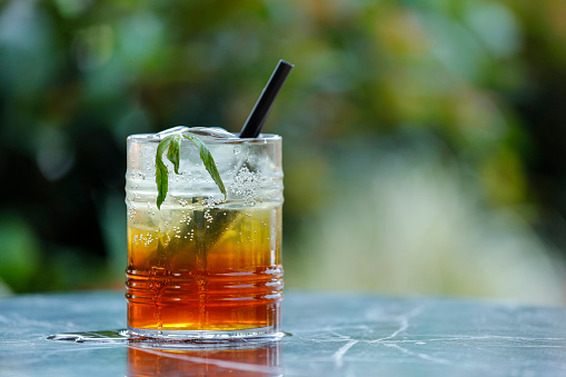 Mint Leaf - Culinary「Iced coffee on cafe table」:スマホ壁紙(12)