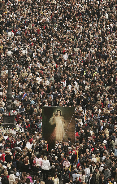 Peter Macdiarmid「Thousands Attend Mass In Honour Of the Pope」:写真・画像(1)[壁紙.com]