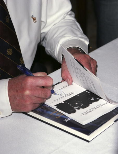 "Hardcover Book「Gary Hart Signs Copies Of ""The Shield and the Cloak""」:写真・画像(19)[壁紙.com]"