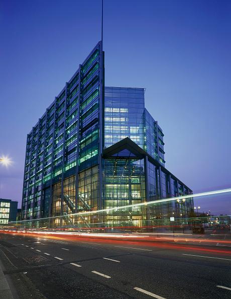 Light Trail「ABN Amro Building. London, United Kingdom.」:写真・画像(0)[壁紙.com]