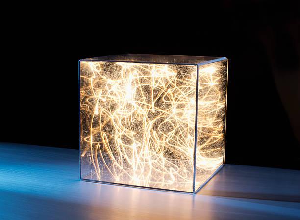 Trail of bright light in box:スマホ壁紙(壁紙.com)