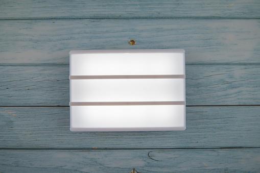 Kota Kinabalu「Lightbox on the top of wooden table.」:スマホ壁紙(3)
