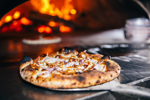 Gulf Coast States「Pizza cooking in wood fired oven」:スマホ壁紙(18)