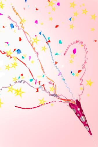Celebration「A party popper.」:スマホ壁紙(12)