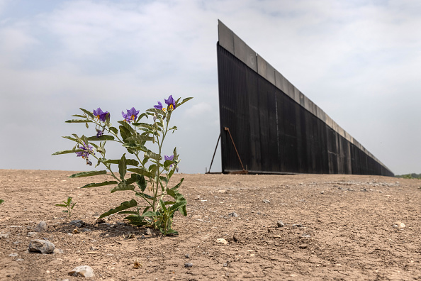 Mexico「Trump Border Wall Stands Unfinished Following Biden Construction Suspension」:写真・画像(9)[壁紙.com]