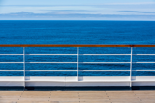 British Columbia「Railing, cruise ship」:スマホ壁紙(5)