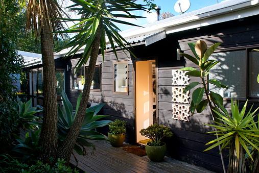Front Door「Dark Stained Timber Clad Home Exterior」:スマホ壁紙(13)