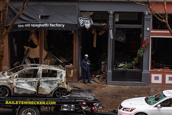 Exploding「Volunteer Group Helps Clean Up Nashville Bombing Site」:写真・画像(18)[壁紙.com]