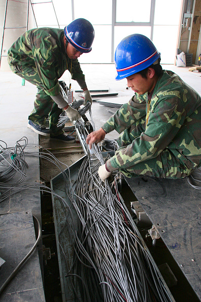 Cable「Laying wire cable under the floor in a new office tower in central Beijing.」:写真・画像(12)[壁紙.com]