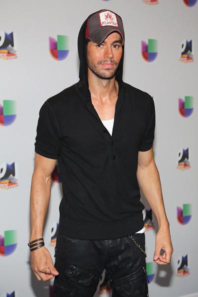 Enrique Iglesias - Singer「Univision's 13th Edition Of Premios Juventud Youth Awards - Backstage」:写真・画像(10)[壁紙.com]