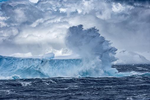 Antarctic Ocean「Massive Iceberg floating in Antarctica in a storm」:スマホ壁紙(1)