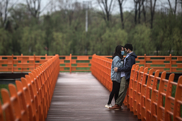 Couple - Relationship「Parks Open To The Public Gradually In Wuhan As Coronavirus Cases Under Control」:写真・画像(14)[壁紙.com]