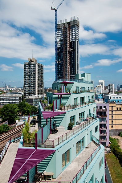 Vitality「New build blocks of flats at Elephant and Castle regeneration area. Including Strata building during construction, London, UK」:写真・画像(16)[壁紙.com]