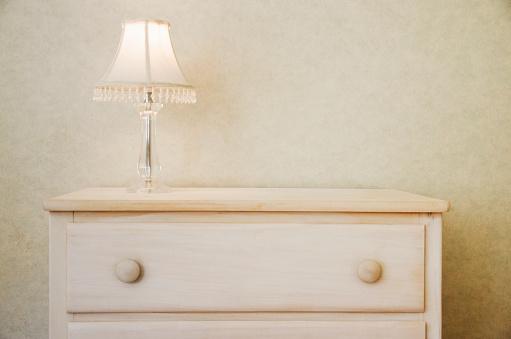 Drawer「Electric lamp on wooden dresser」:スマホ壁紙(6)