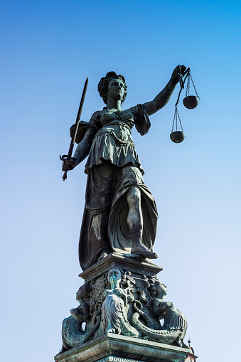 Statue「Germany, Frankfurt, Fountain of Justice, sculpture of Justitia」:スマホ壁紙(14)