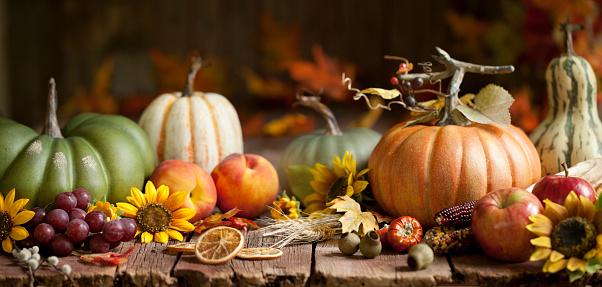 かえでの葉「秋のカボチャの背景」:スマホ壁紙(13)