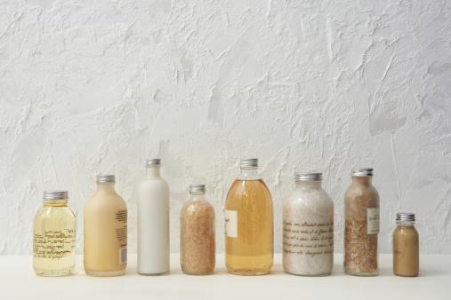 In A Row「Row of cosmetics bottles」:スマホ壁紙(18)
