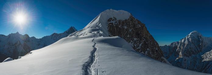 Nepal「Mountaineers climbing Himalaya peak Nepal」:スマホ壁紙(3)