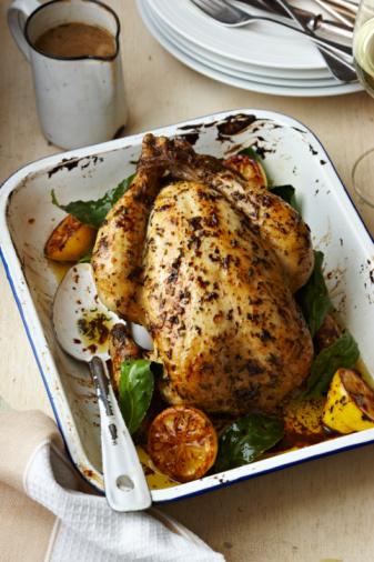 Roast Chicken「roast chicken in baking tray on table」:スマホ壁紙(8)