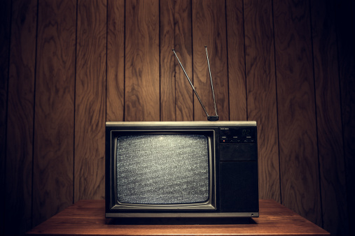 1980-1989「Retro Television in Wood Paneled Living Room」:スマホ壁紙(2)