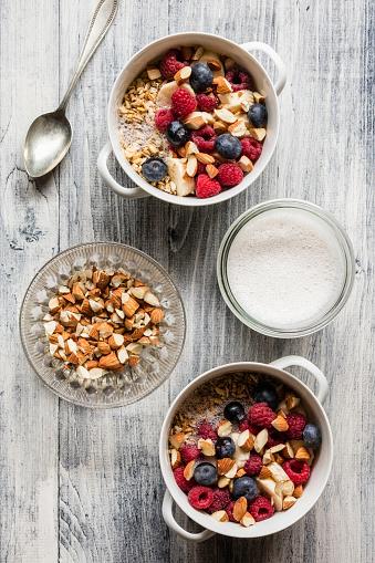 Granola「Cereals with almond milk, nuts and berries, vegan」:スマホ壁紙(18)
