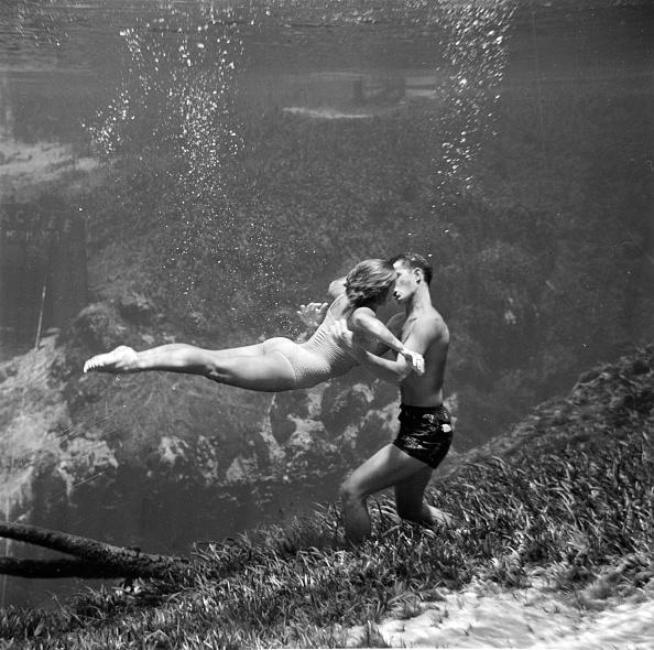 Underwater「Underwater Kiss」:写真・画像(9)[壁紙.com]
