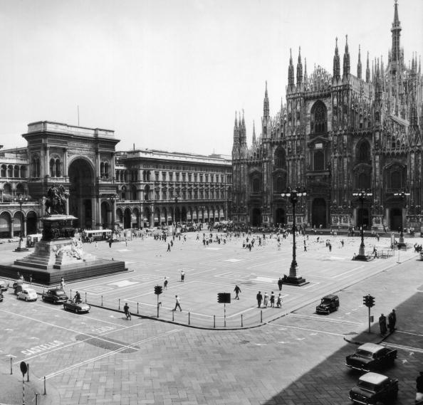 Black And White「Piazza Del Duomo」:写真・画像(8)[壁紙.com]