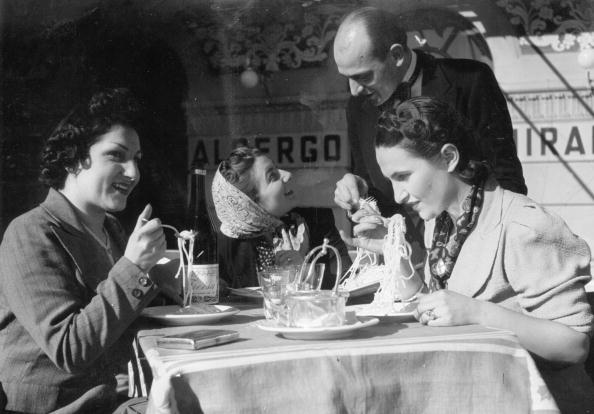 Hulton Archive「Spaghetti Feast」:写真・画像(16)[壁紙.com]
