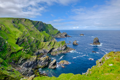 Rocky Coastline「Hermaness National Nature Reserve, a dramatic cliff-top setting and a refuge of thousands of seabirds; it is the Britain's most northerly point, located on the island of Unst, Shetland Islands, Scotland.」:スマホ壁紙(19)