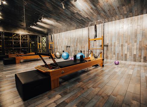 Pilates「Pilates room in health club」:スマホ壁紙(1)