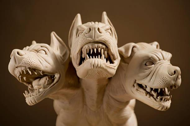 Dangerous dog with three heads:スマホ壁紙(壁紙.com)