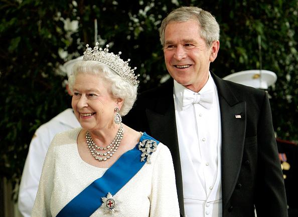US President「President Bush Hosts Queen Elizabeth At The White House」:写真・画像(4)[壁紙.com]