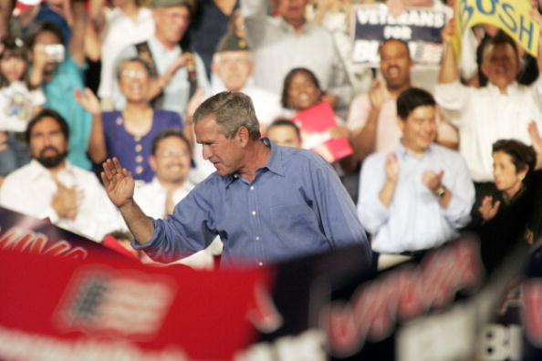 Rick Scibelli「President Bush Speaks At A Rally In Albuquerque」:写真・画像(3)[壁紙.com]