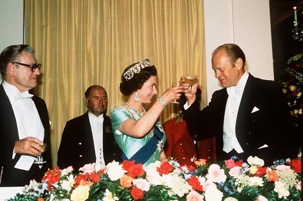 Dinner「USA: President Ford toasts Queen Elizabeth II at an American Bicentennial dinner」:写真・画像(15)[壁紙.com]