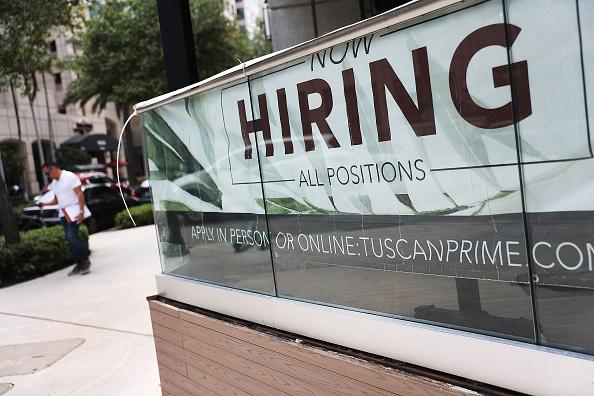 Sign「Unemployment Rates Drops To 3.6 Percent」:写真・画像(9)[壁紙.com]