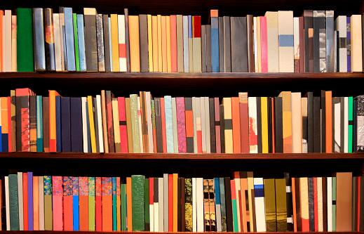 In A Row「New books - bookshelves」:スマホ壁紙(14)